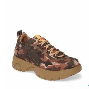 NWT- Steve Madden Camo junior sneaker
